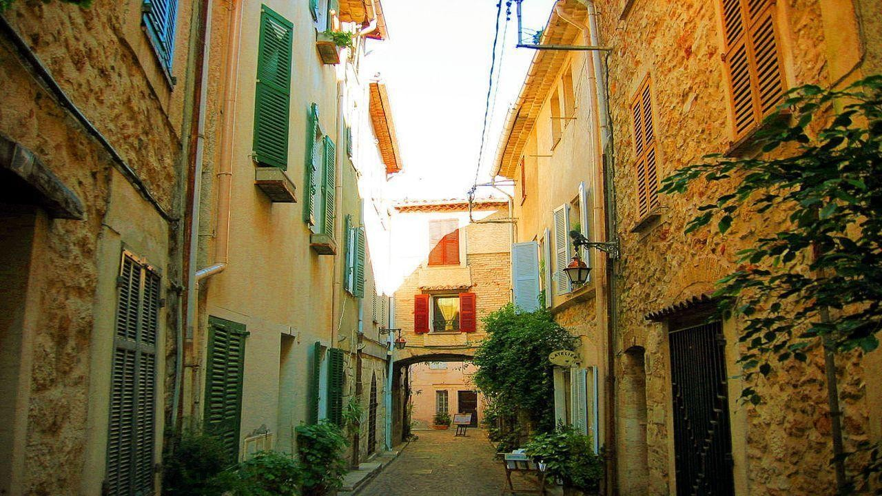 A One-Way Trip to Antibes